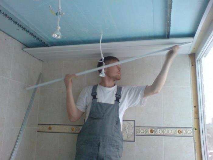 Подвесной проводка электрики потолок из пластиковых панелей своими руками